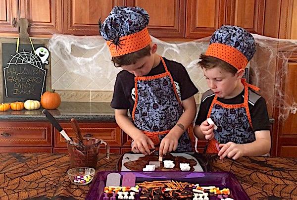 making halloween candy bark kids