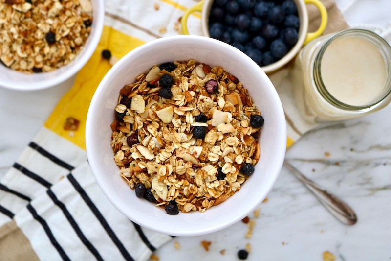 homemade granola recipe with blueberries