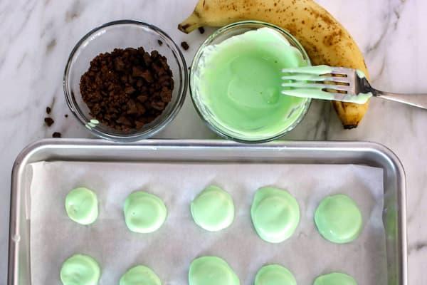 frozen-banana bites lime yogurt with chocolate cookies