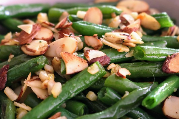 best sauteed green beans with crispy garlic and almonds