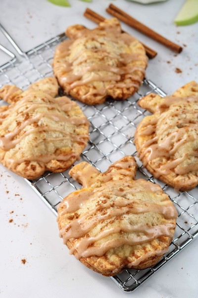 4 mini apple hand pies with cinnamon glaze