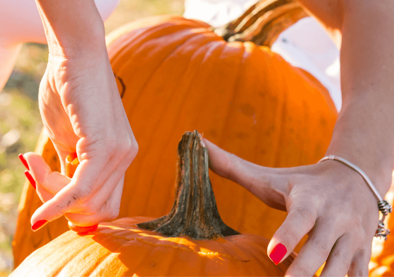 carving pumpkin top