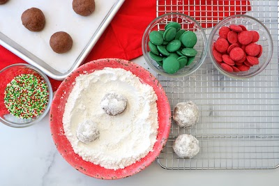 snowball cookies rolled in powder sugar